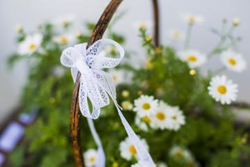 Korb mit Blumen -  Gänseblümchen - Hochzeitsdeko