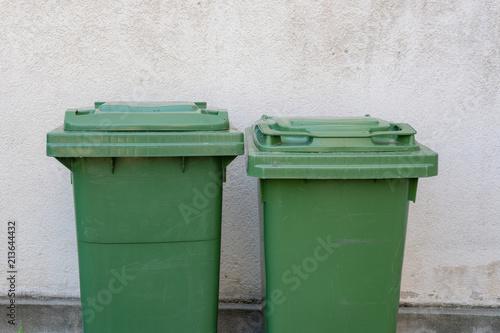 Grünabfall Im Garten Plastikbehälter Stock Photo And Royalty Free