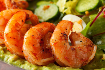 Foto op Canvas Schaaldieren Delicious grilled shrimps served with salad with green vegetables - lettuce, cucumber