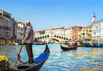 Keuken foto achterwand Gondolas Venice, Italy. Gondolier with rowing oar in his gondola on Grand Canal look at Rialto Bridge against other gondolas in sunny day