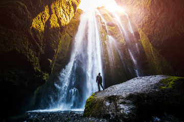Stores photo Cascade Perfect view of famous powerful Gljufrabui waterfall in sunlight.