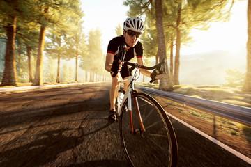 Rennradfahrer im Gebirge