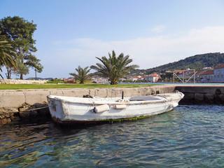 Stara łódka w Chorwacji