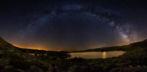 Milky Way arch over Laguna Grande in Neila, Burgos,Spain Fototapete