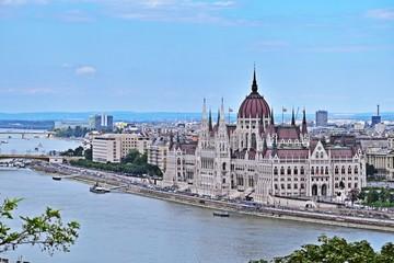 Das Parlament in Budapest, Ungarn von der Burg