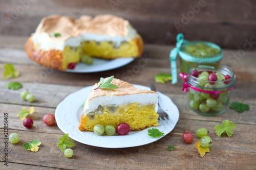 Stachelbeer Torte Mit Baisar Stockfotos Und Lizenzfreie Bilder Auf