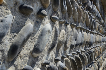 Close-up of the concrete wall with pebbles