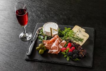 オードブル Appetizer platter of liquor in Europe are
