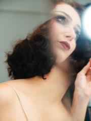 Scène de maquillage dans le miroir