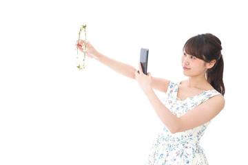 フリマサイト・フリマアプリに出品する女性