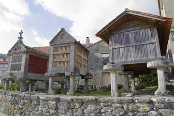 Three horreos, traditional galician barns, in Combarro (Pontevedra, Spain) Fototapete