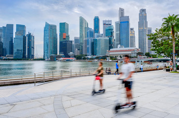 Fotobehang Aziatische Plekken Modern Singapore people eco transport