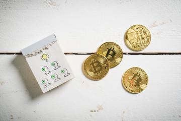 Ideen per Teamwork und Bitcoin Münzen auf Holzuntergrund