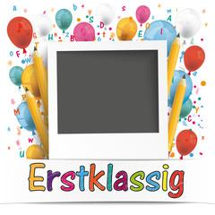 Sofortbild mit Bleistiften, Luftballons, Buchstaben und dem Wort Erstklassig