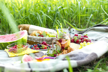 Fotorollo Picknick Picnic in the garden