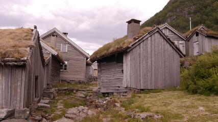 Wall Mural - Alter Bauernhof aus dem 17. Jahrhundert, überhalb des Hylsfjorden, Norwegen