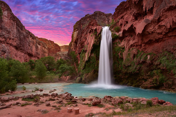 Spoed Fotobehang Bordeaux Beautiful Havasu Falls in Havasupai, Arizona, USA