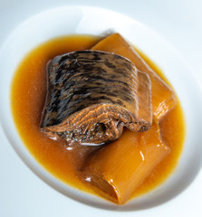 Lamprey with Bordeaux sauce with croutons and leeks