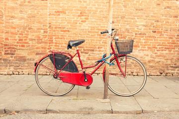 Keuken foto achterwand Fiets Retro bike parked in an old street in Italy
