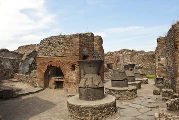 Bäckerei mit Ofen und Getreidemühlen, Ausgrabung Pompeji, Antike, Provinz Neapel, Napoli, Kampanien, Campagna, Italien, Italia