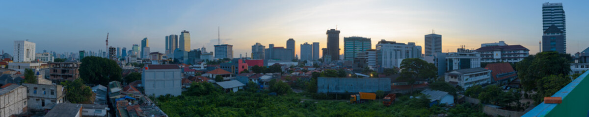 Panorama shot of central Jakarta at sunset, Java, Indonesia Papier Peint