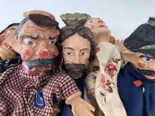 Kasperlepuppen Theater Gruppenportrait Figuren