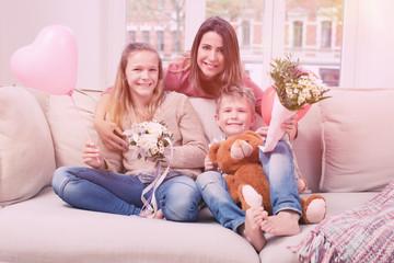 Familienleben Muttertag mit den Kindern
