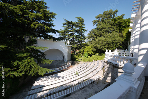 Brilliant Summer Amphitheater With Several Rows Of Benches A Spacious Alphanode Cool Chair Designs And Ideas Alphanodeonline