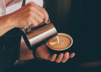 Fototapeta close up barista hand making a cup of coffee. obraz