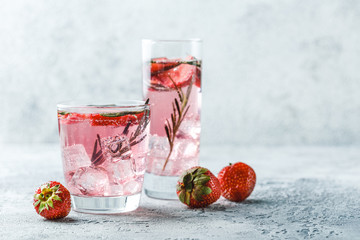 Foto op Aluminium Cocktail Strawberry and rosemary drink
