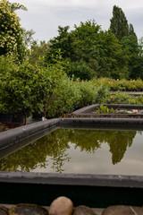 Gartenanlage mit Wasserbecken