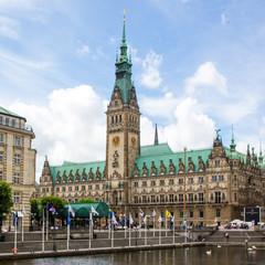 Rathaus Hamburg vom Alsterfleet aus