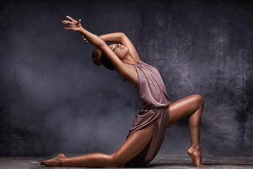 Young afro girl dancing, sensual pose.