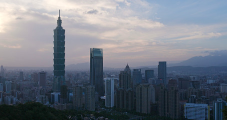 Fototapete - Taipei city in the evening