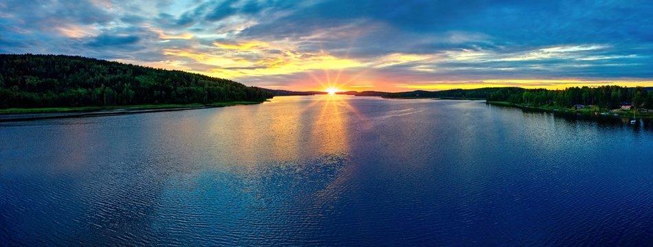 Sonnenuntergang am Glafsfjorden, Schweden, Panorama
