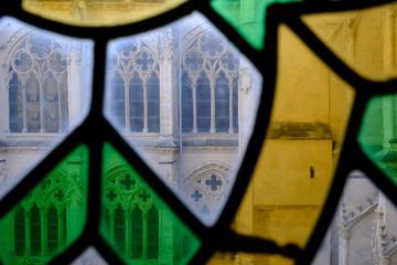 Farbiges Fenster in Burgos, Spanien