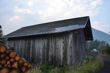 Holzhütte am Morgen