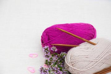 Knitting wool yarn and knitting needles