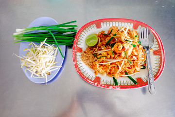 Pad Thai Goong Sod (Fried Rice Sticks with Shrimp)