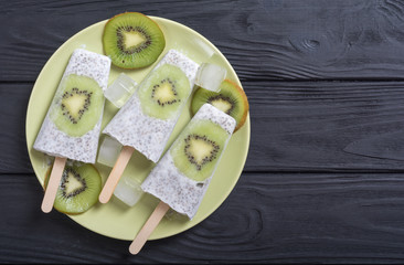 Popsicle from chia yogurt and kiwi
