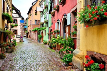 Fototapete - Picturesque street in the of the town of Riquewihr, Alsace, France