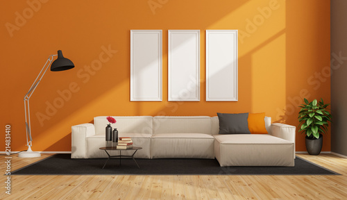Minimalist Living Room With White Sofa Stockfotos Und Lizenzfreie