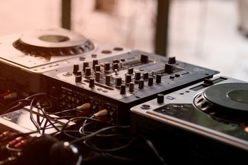 Dj Mixer and Turntable