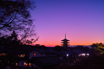 夕焼け空と八坂の塔