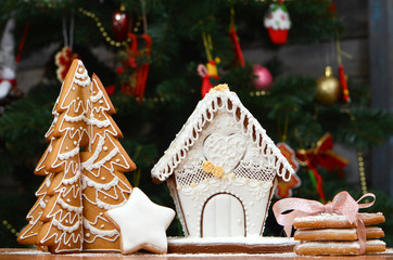 Gingerbread house, gingerbread Christmas tree, a snowman from sugar mastic