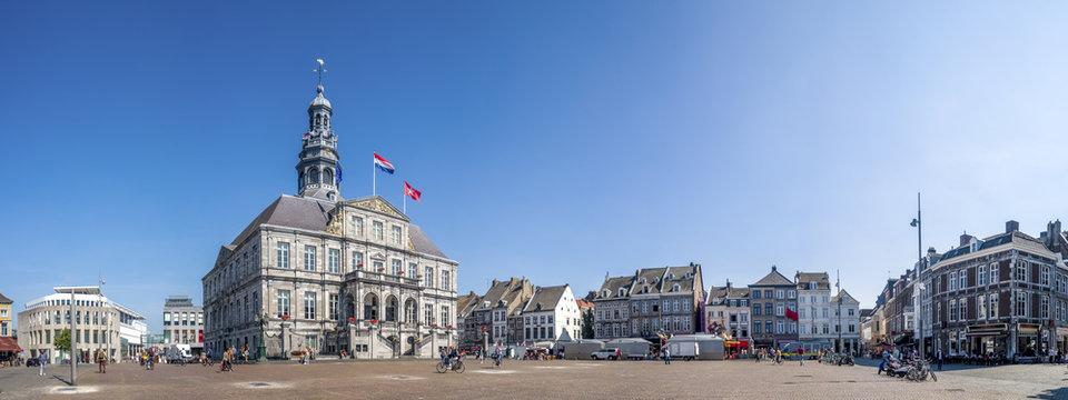 Maastricht, Rathaus und Marktplatz