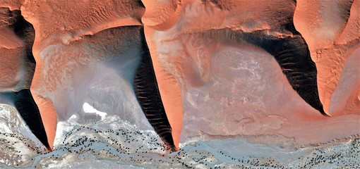 family of sand,abstract photography of the deserts of Africa from the air, Photographs magic, just to crazy, artistic, landscapes of your mind, optical illusions, abstract art,