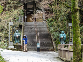 """A Cameraman in Japanese Buddhist Temple, Translation: Nanzo-In"""""""