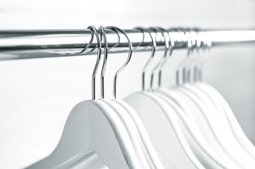 Chaotically places hangers on the rack