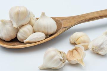 Garlic in woonden spoon